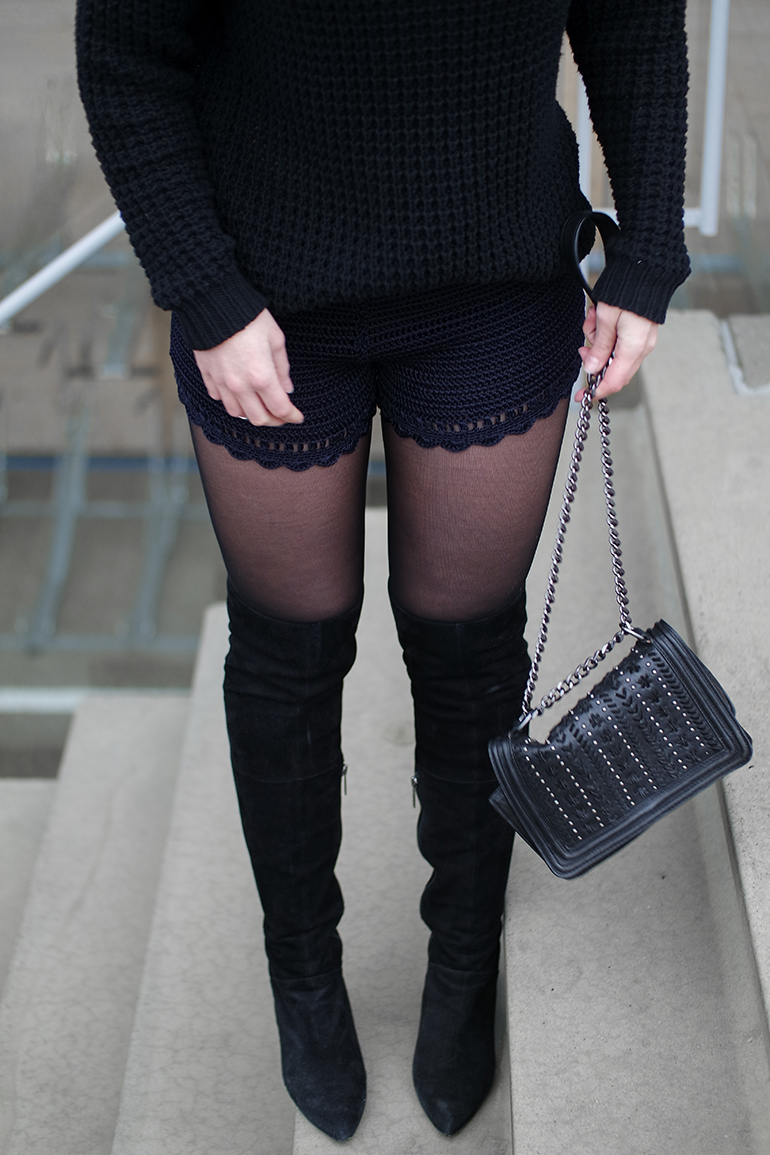 RED REIDING HOOD: Fashion blogger wearing OTK over the knee boots outfit details crochet shorts heavy chunky knit zara chain bag