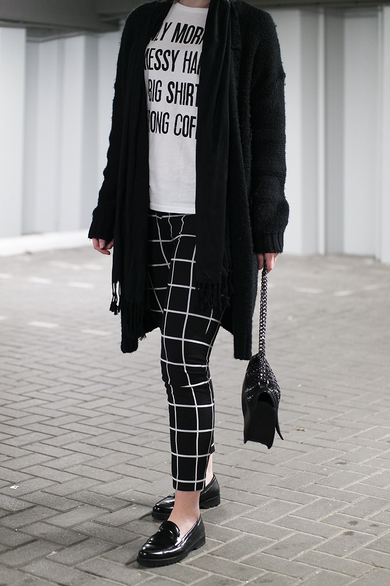 RED REIDING HOOD: Fashion blogger wearing hip voor de heb t-shirt quote outfit details grid check pants