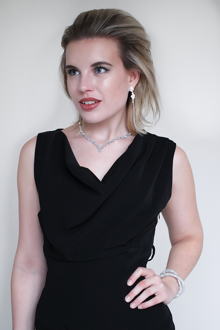 RED REIDING HOOD: Fashion blogger wearing swarovski diapason all-around v necklace earrings stardust bracelet