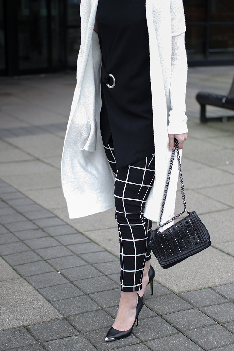 RED REIDING HOOD: Fashion blogger wearing white cardigan melting stockholm mango fold over top combeye grid check pants outfit details