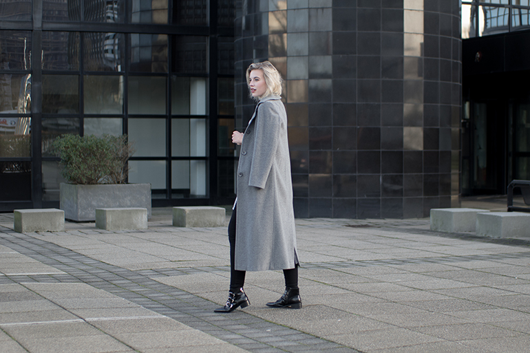 RED REIDING HOOD: Fashion blogger wearing grey long coat outfit supertrash boots