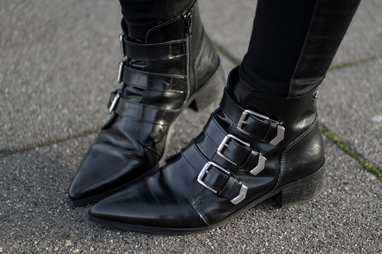 RED REIDING HOOD: Fashion blogger wearing supertrash ankle buckle boots outfit details