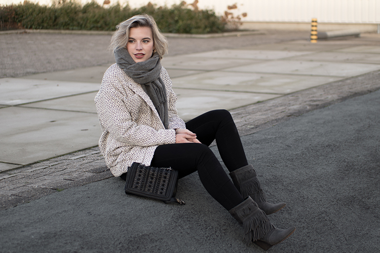 RED REIDING HOOD: Fashion blogger wearing costes fringe boots outfit carin wester reva bomber jacket