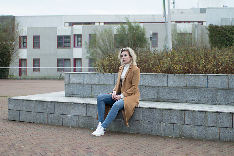RED REIDING HOOD: Fashion blogger wearing adidas stan smith sneakers outfit blue skinny jeans topshop camel coat