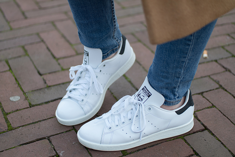 RED REIDING HOOD: Fashion blogger wearing adidas stan smith sneakers outfit details