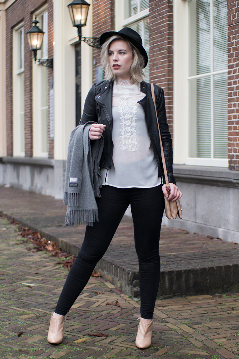 RED REIDING HOOD: Fashion blogger wearing lace high neck top saint tropez leather jacket skinny black jeans outfit