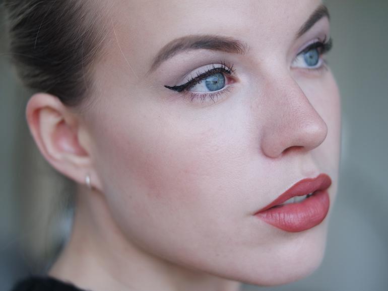 RED REIDING HOOD: Beauty blogger review MUA matte black eyeliner waterproof budget friendly