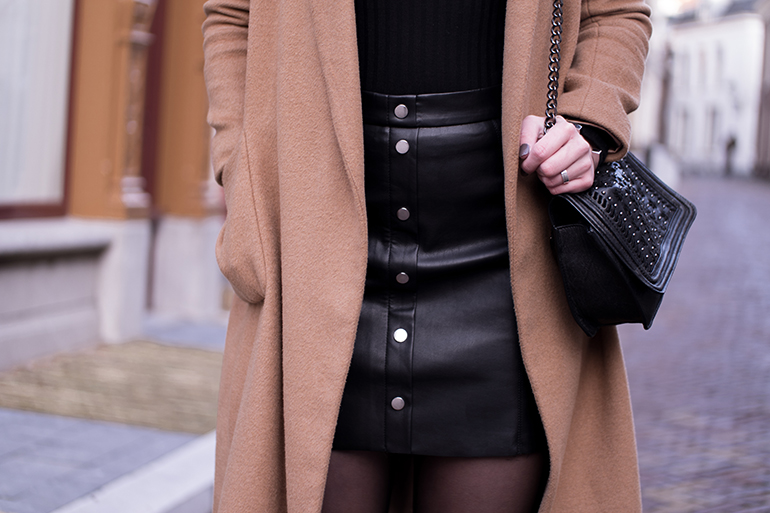 RED REIDING HOOD: Fashion blogger wearing H&M faux leather button front skirt camel coat outfit details