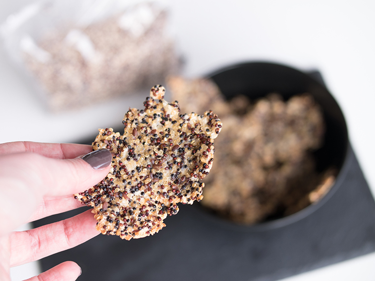 RED REIDING HOOD: Food blogger healthy recipe quinoa cheese crackers