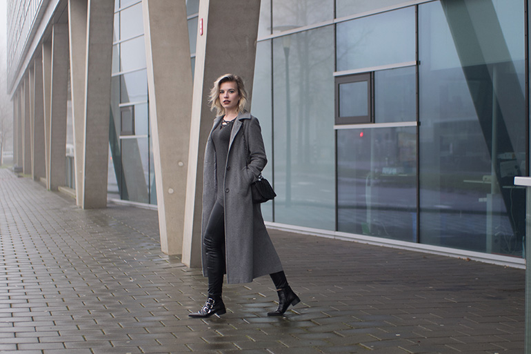 RED REIDING HOOD: Fashion blogger wearing long grey coat outfit lace up top leather pants