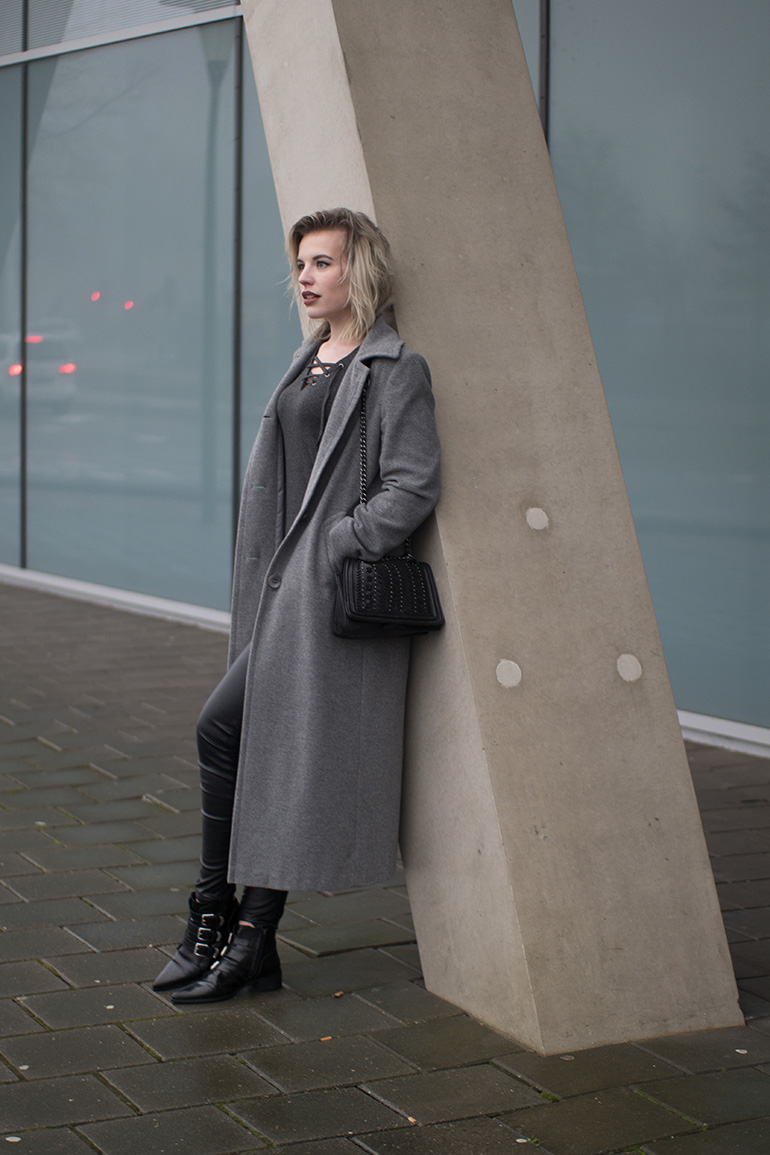RED REIDING HOOD: Fashion blogger wearing long grey coat outfit supertrash pointy ankle boots lace up top zara bag