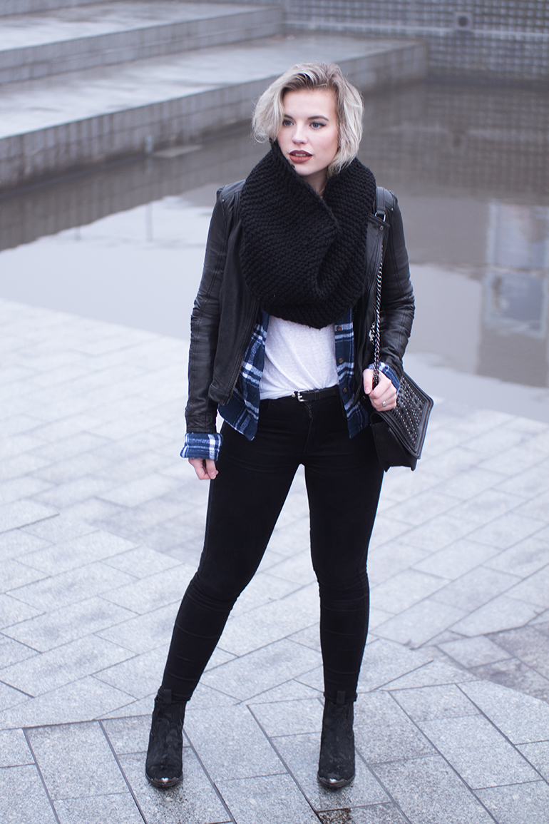 RED REIDING HOOD: Fashion blogger wearing leather jacket zara flannel plaid shirt superdry black skinny jeans outfit