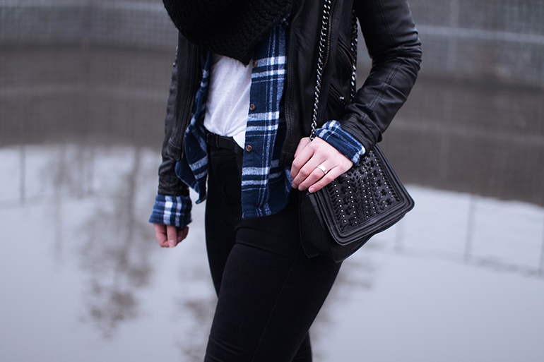 RED REIDING HOOD: Fashion blogger wearing flannel blue plaid shirt superdry outfit details zara chain bag leather jacket