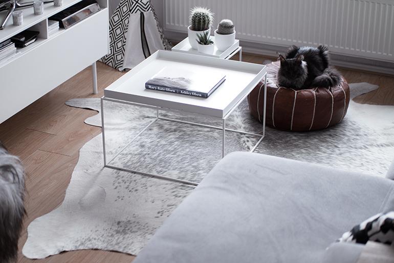 RED REIDING HOOD: Grey cowhide rug scandinavian minimal interior grijze koeienhuid scandinavisch interieur
