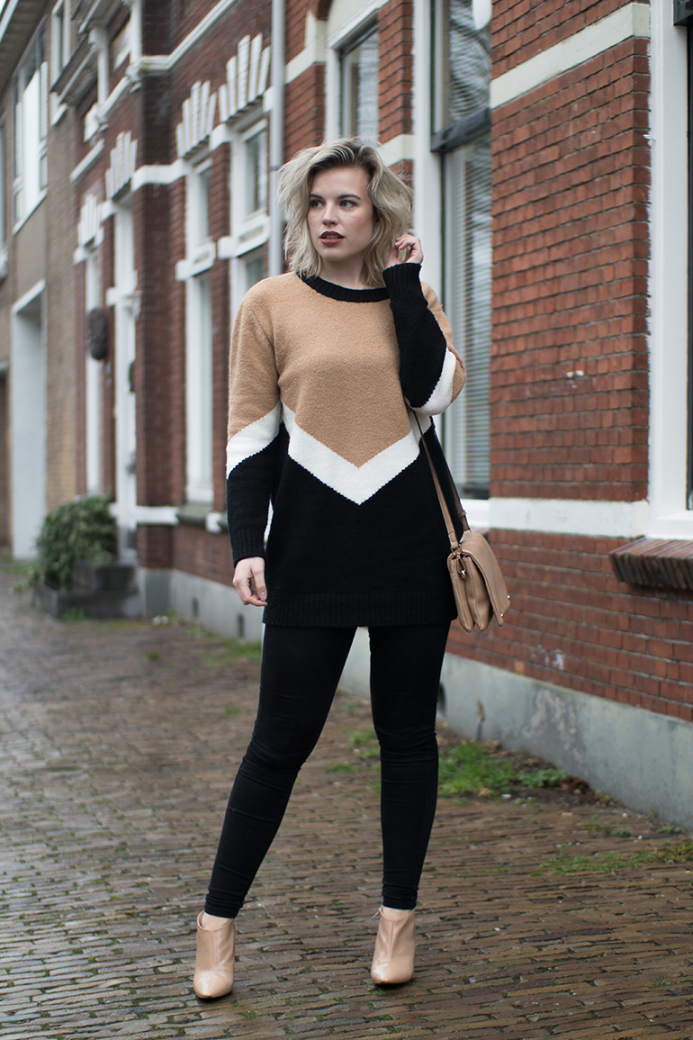 RED REIDING HOOD: Fashion blogger wearing beige black white outfit Forever 21 contemporary V jumper