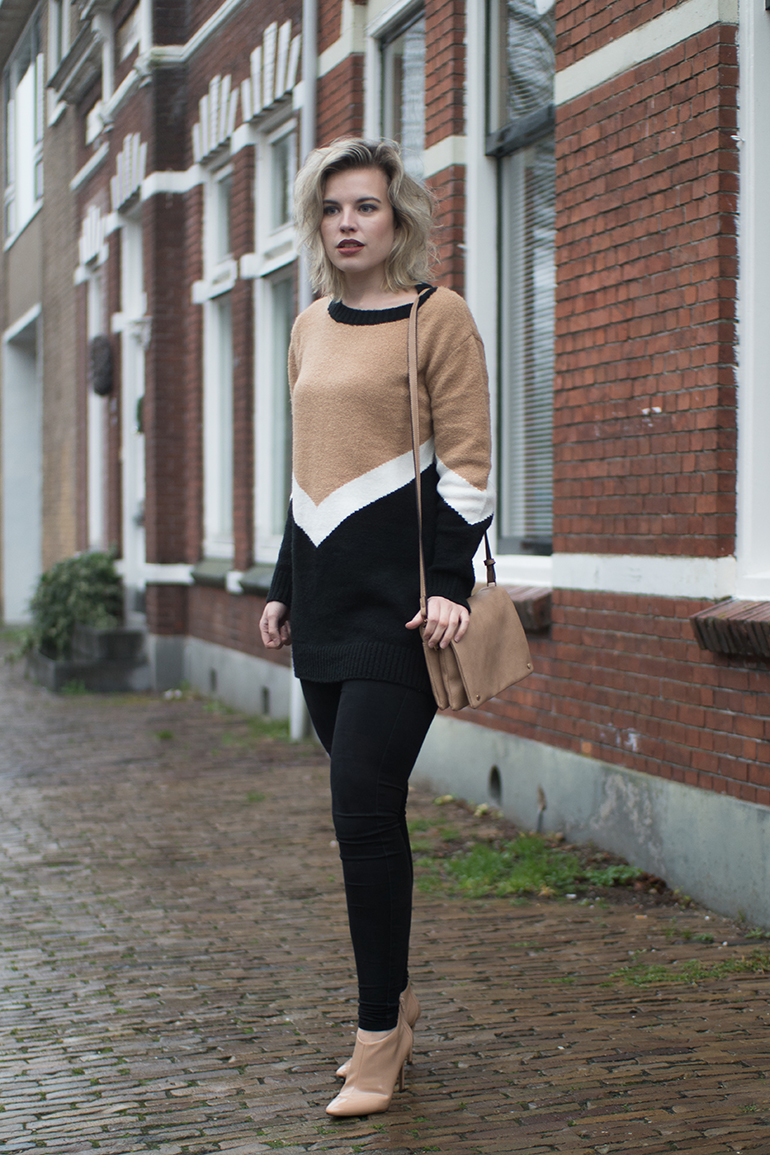 RED REIDING HOOD: Fashion blogger wearing black skinny jeans oversized V jumper Forever 21 outfit