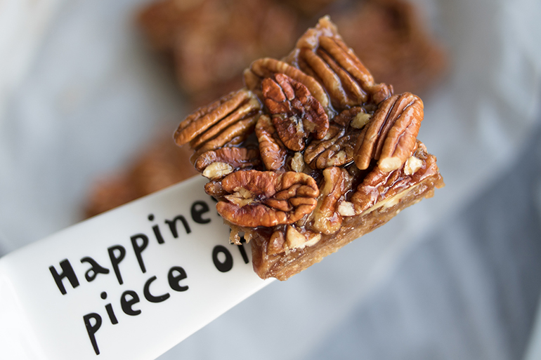 RED REIDING HOOD: Food blogger sticky pecan squares healthy vegan recipe gezond recept raw