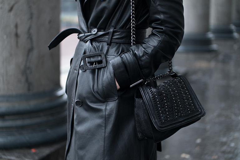 RED REIDING HOOD: Fashion blogger wearing chain cross body bag zara black leather trench coat mango outfit details