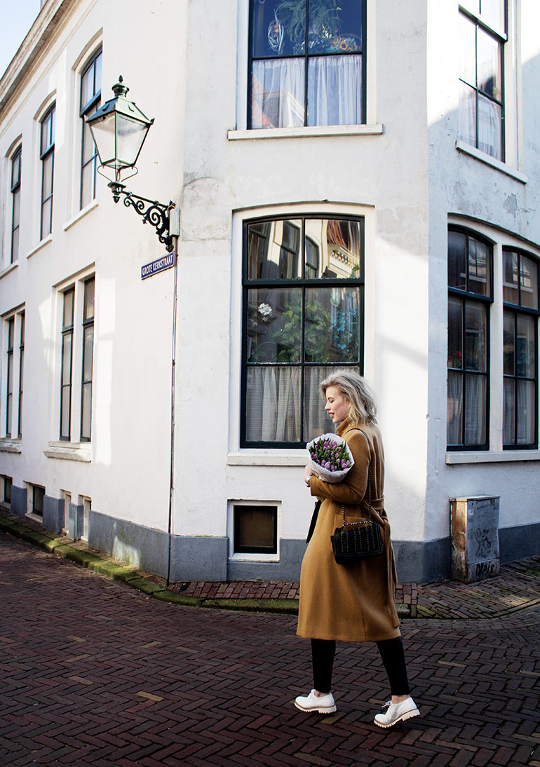 RED REIDING HOOD: Fashion blogger wearing long camel coat outfit fresh tulips