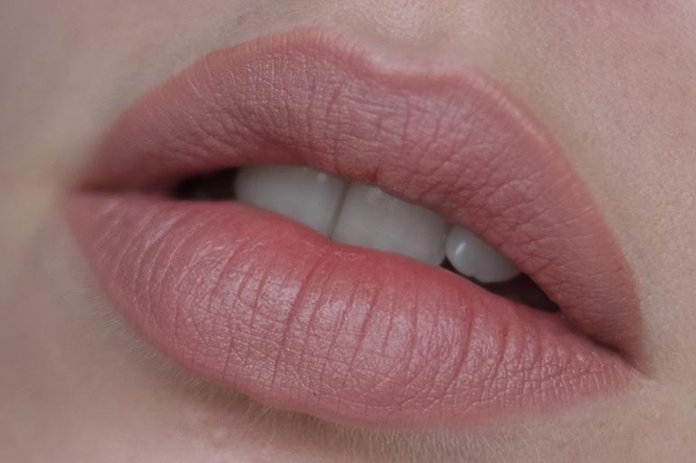 RED REIDING HOOD: Beauty blogger review Essence 08 Girl Next Door lip liner