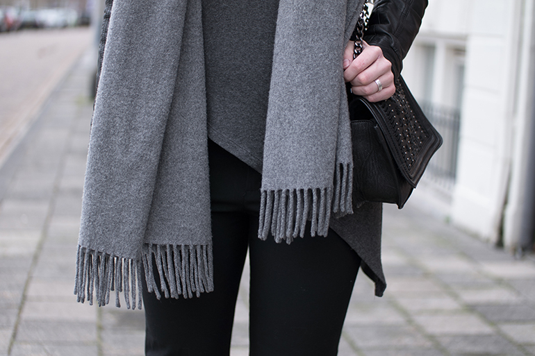 RED REIDING HOOD: Fashion blogger wearing asymmetrical top vero moda outfit details acne canada wool scarf chain bag