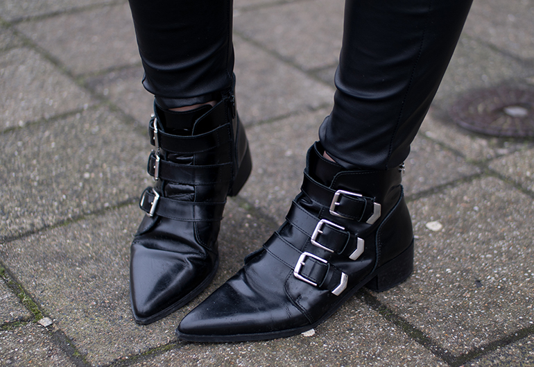 RED REIDING HOOD: Fashion blogger wearing supertrash pointy ankle boots buckles outfit details