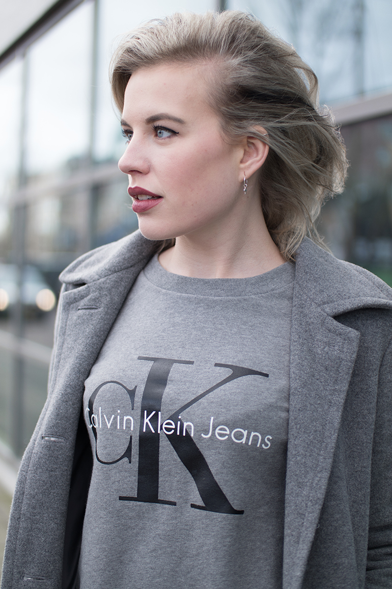 RED REIDING HOOD: Fashion blogger wearing Calvin Klein jeans sweater CK outfit details