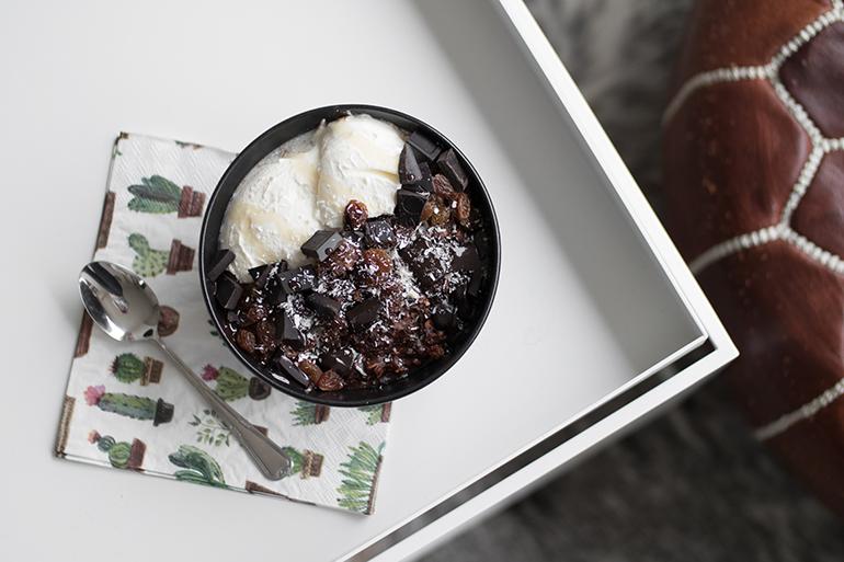 RED REIDING HOOD: Healthy breakfast recipe oatmeal cocoa powder zucchini greek yogurt dark choclate
