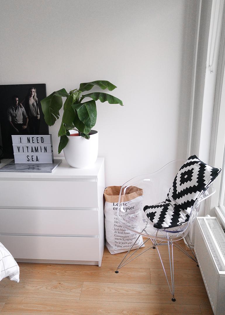 RED REIDING HOOD: Interior bedroom transparent Eames DSW chair vintagelab15 interieur le sac en papier