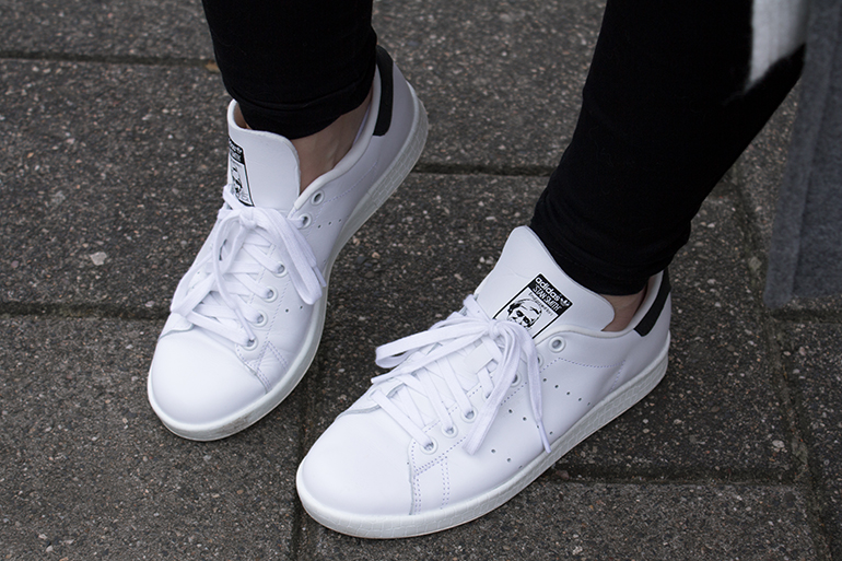 RED REIDING HOOD: Fashion blogger wearing white Adidas Stan Smith sneakers outfit details