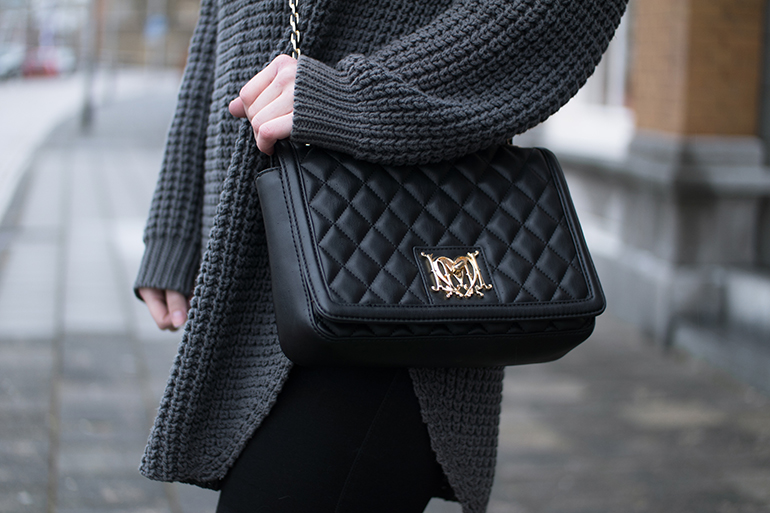 RED REIDING HOOD: Fashion blogger wearing love moschino chain bag outfit details
