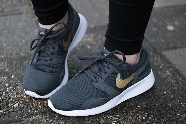 RED REIDING HOOD: Fashion blogger wearing Nike Kaishi sneakers omoda