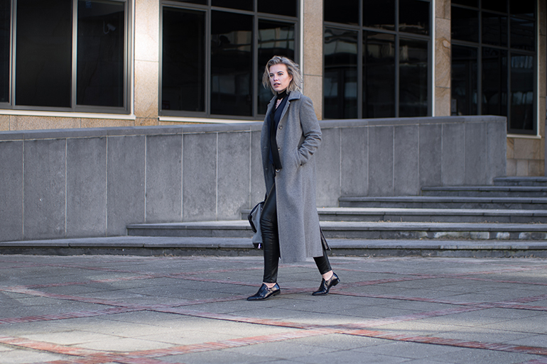 RED REIDING HOOD: Fashion blogger wearing long grey coat outfit