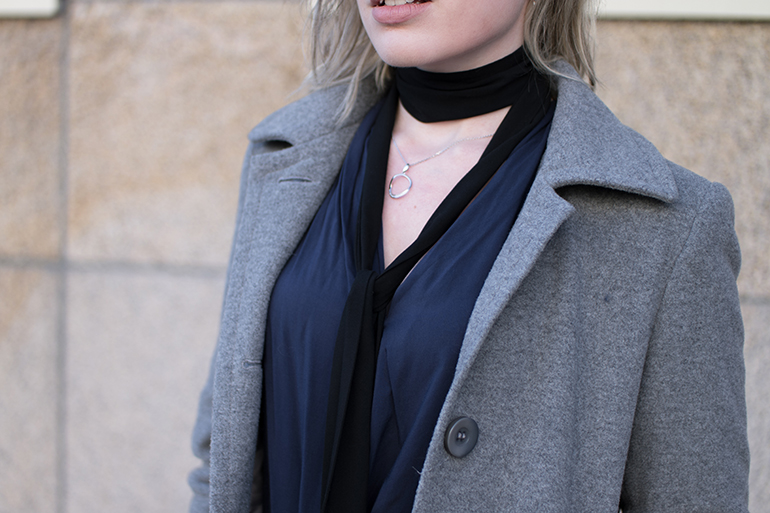 RED REIDING HOOD: Fashion blogger wearing long skinny choker scarf outfit details
