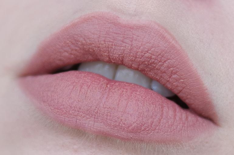 RED REIDING HOOD: wearing & Other Stories Liquid Lipstick Argyle Hazel close up lips swatch