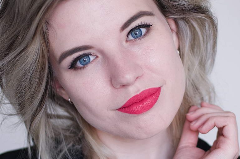 RED REIDING HOOD: Beauty blogger review MUA Undress Your Skin Liquid Glow Champagne before after