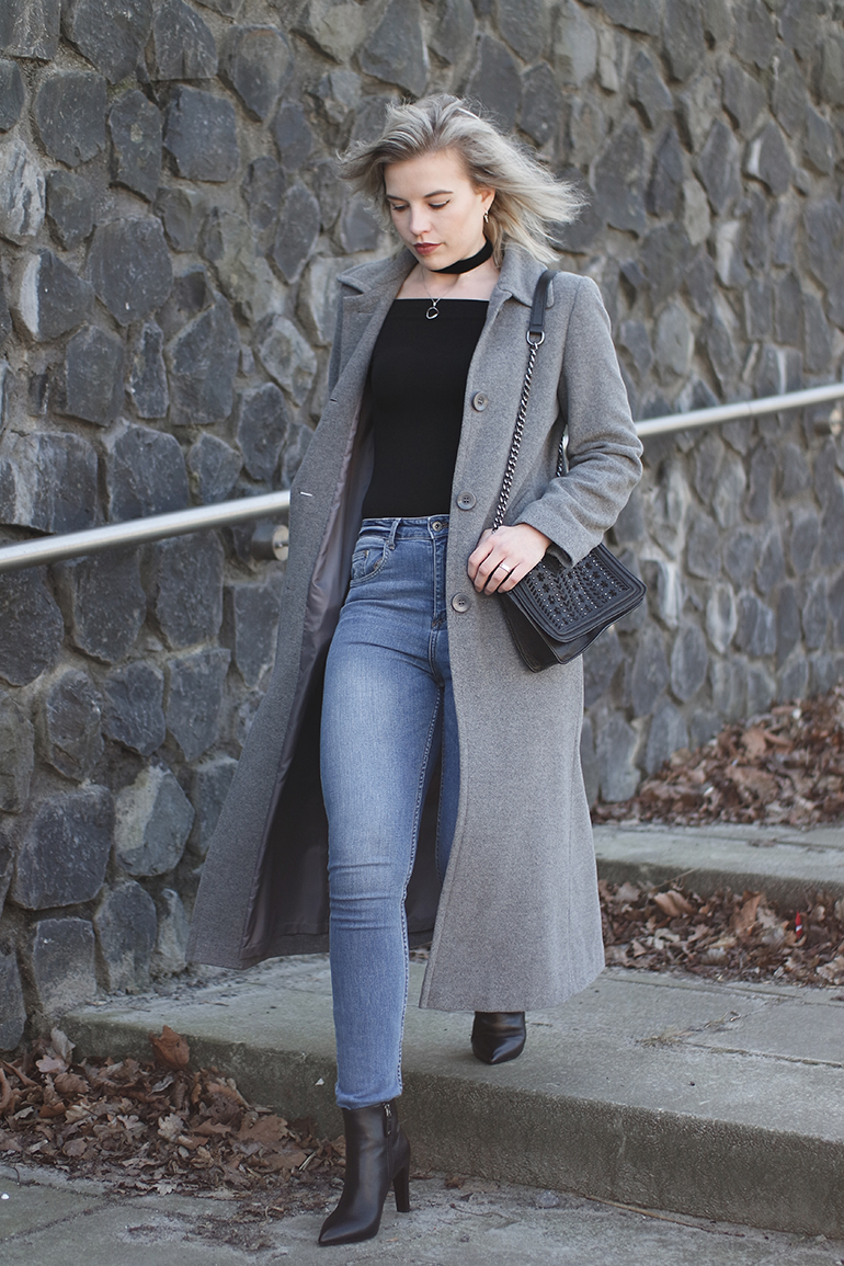 RED REIDING HOOD: Fashion blogger wearing long grey coat outfit blue high waisted jeans