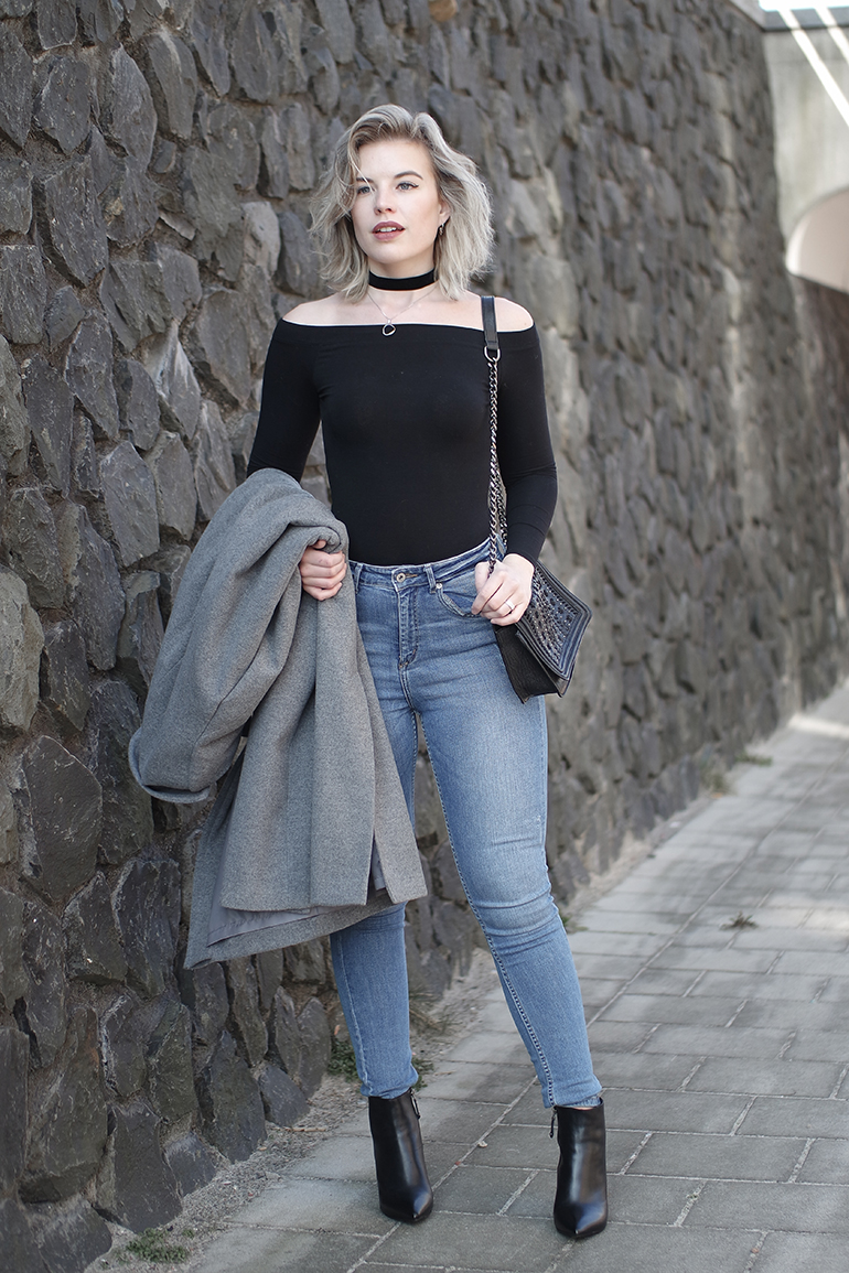 RED REIDING HOOD: Fashion blogger wearing H&M off shoulder top high waisted jeans outfit
