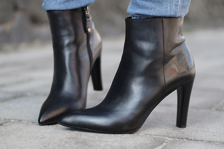 RED REIDING HOOD: Fashion blogger wearing point black leather ankle boots Omoda shoes outfit details