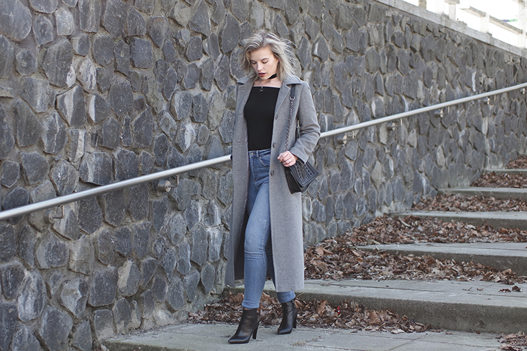RED REIDING HOOD: Fashion blogger wearing long coat outfit high waist blue jeans omoda ankle boots