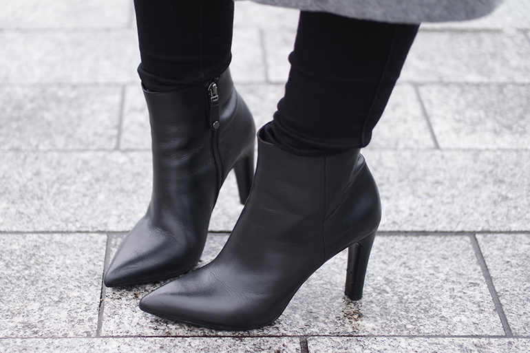 RED REIDING HOOD: Fashion blogger wearing Omoda leather pointy ankle boots