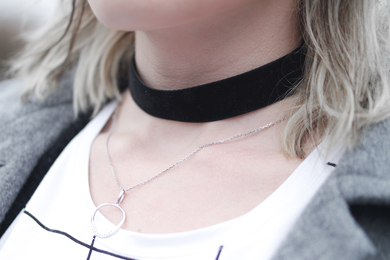 RED REIDING HOOD: Fashion blogger wearing velvet choker necklace outfit details white gold diamond necklace