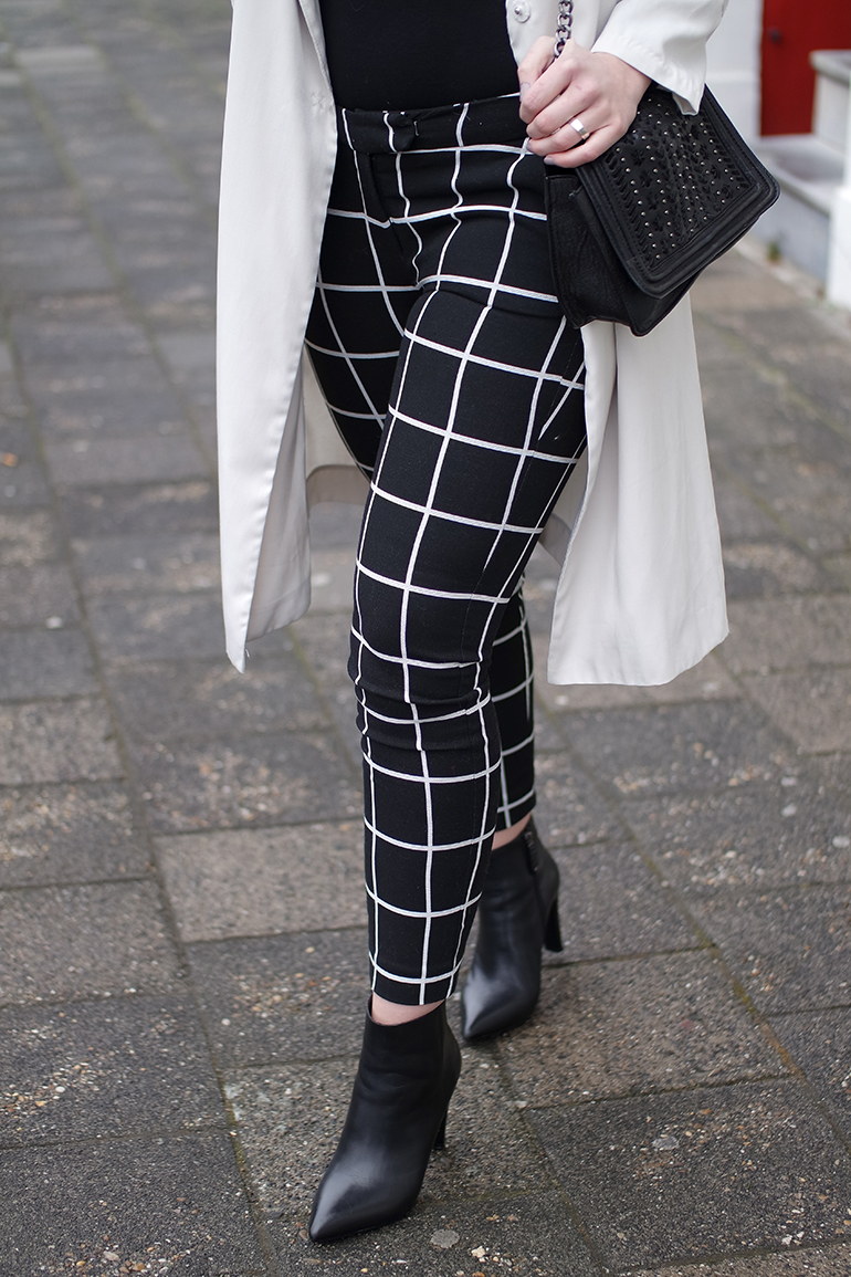 RED REIDING HOOD: Fashion blogger wearing grid check pants outfit beige trench coat