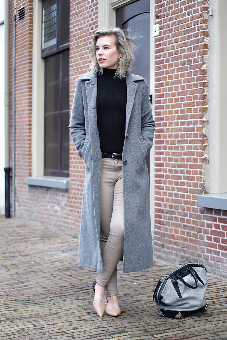 beige jeans outfit