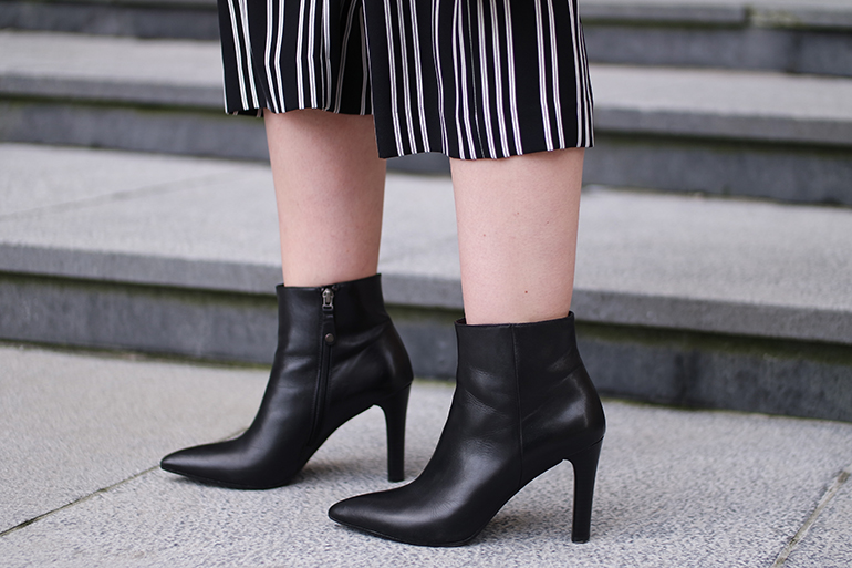 RED REIDING HOOD: Fashion blogger wearing striped culottes pointy ankle boots Omoda outfit details