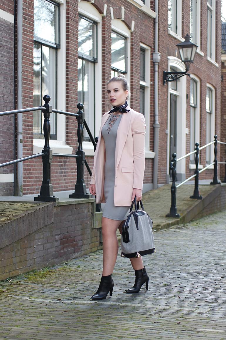 RED REIDING HOOD: Fashion blogger wearing powder pink blazer supertrash moderood outfit
