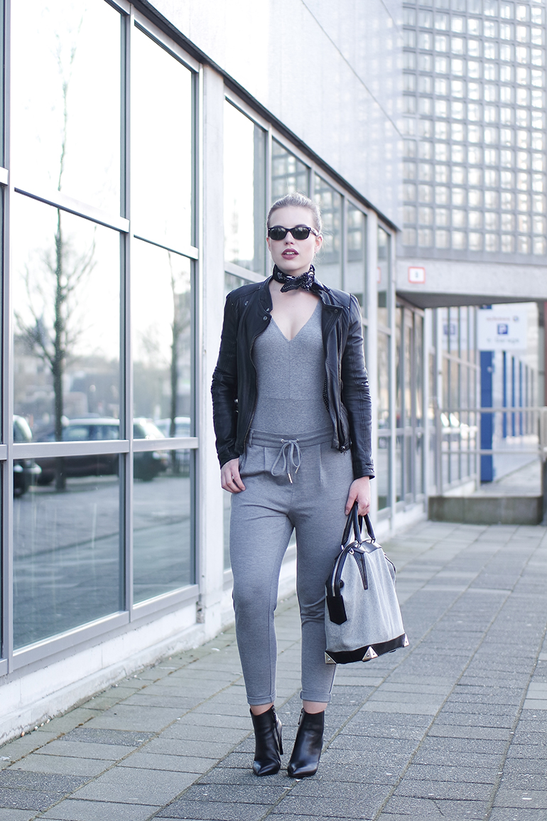 RED REIDING HOOD: Fashion blogger wearing H&M v-neck rib bodysuit outfit dress pant jogger pants ONLY