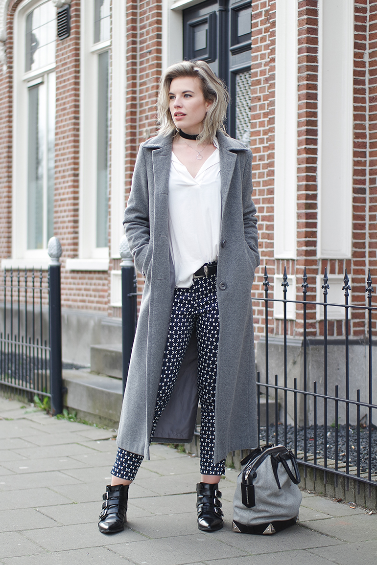 RED REIDING HOOD: Fashion blogger wearing printed H&M slacks outfit long coat