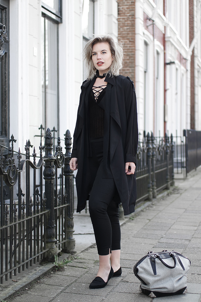 RED REIDING HOOD: Fashion blogger wearing all black everything outfit H&M lace up bodysuit slacks skinny scarf