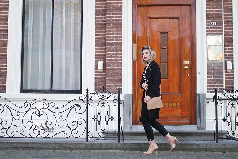 RED REIDING HOOD: Fashion blogger wearing beige ankle boots cross body bag mango trench coat black slacks parisienne